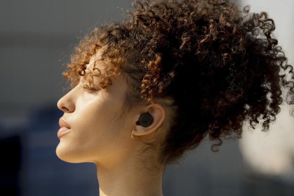 auriculares Sennheiser CX True Wireless puestos